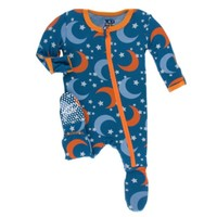 KICKEE PANTS PRINT FOOTIE WITH ZIPPER IN TWILIGHT MOON AND STARS