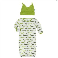 KICKEE PANTS KICKEE PANTS PRINT LAYETTE GOWN CONVERTER & KNOT HAT SET IN NATURAL CROCODILE