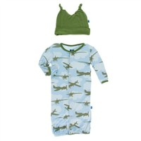 KICKEE PANTS KICKEE PANTS PRINT LAYETTE GOWN CONVERTER & KNOT HAT SET IN POND AIRPLANES
