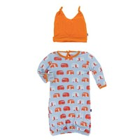 KICKEE PANTS PRINT LAYETTE GOWN & DOUBLE KNOT HAT SET IN POND CAMPER