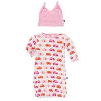 KICKEE PANTS PRINT LAYETTE GOWN & DOUBLE KNOT HAT SET IN NATURAL CAMPER