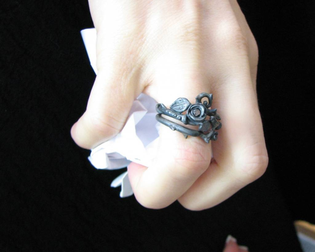 Signature Rose Black Diamond Black Silver Wedding Ring Set, Thorned Rose