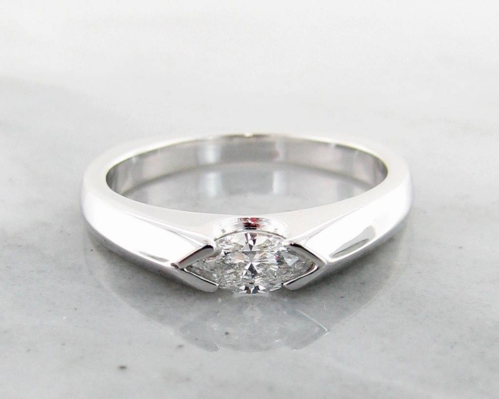 dsc engagement bezel textured palladium products low solitaire ring moissanite round profile halo hammered rings wedding