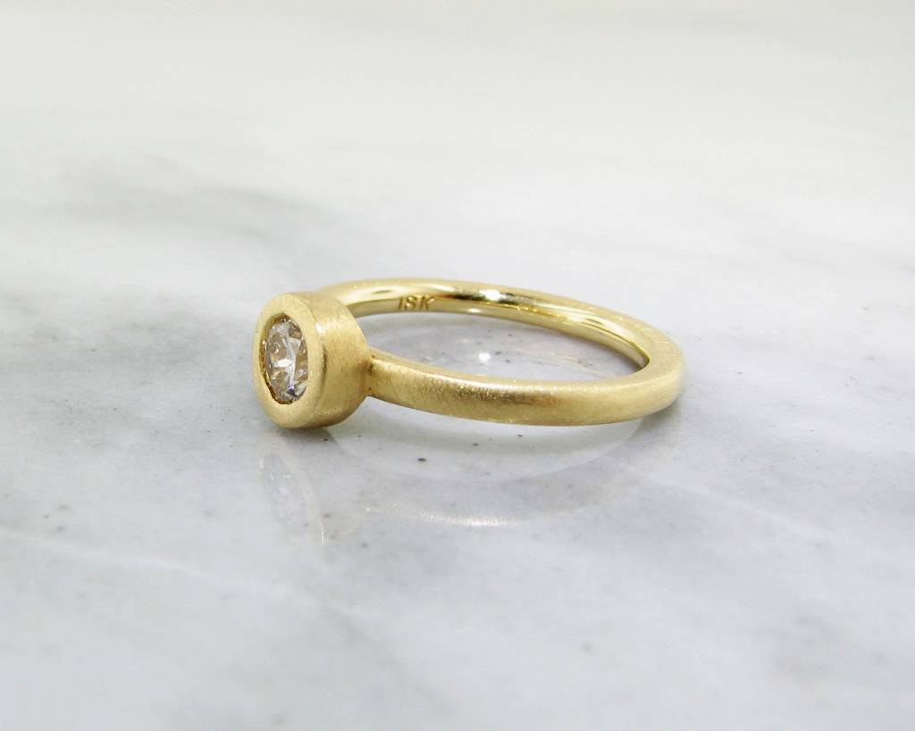 Sleek 18K Yellow Gold Stacked Round Diamond Ring
