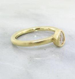 Sleek 18K Yellow Gold Pear Shape Diamond Stacked Ring