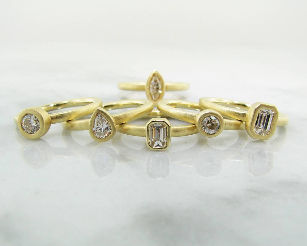 Sleek 18K Yellow Gold Pear Shape Diamond Stacked Ring