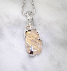 Sleek Silver Quartz Necklace, Texture