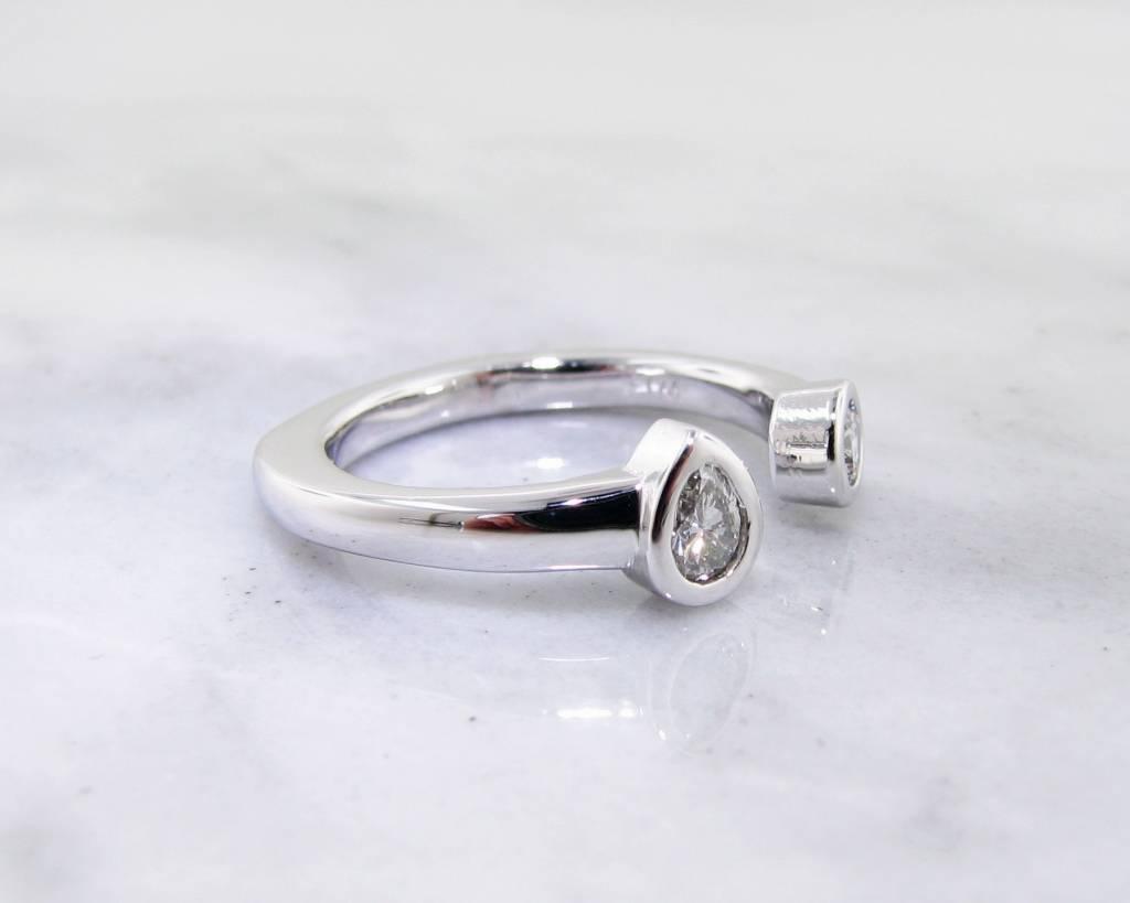 Sleek Diamond White Gold Split Ring