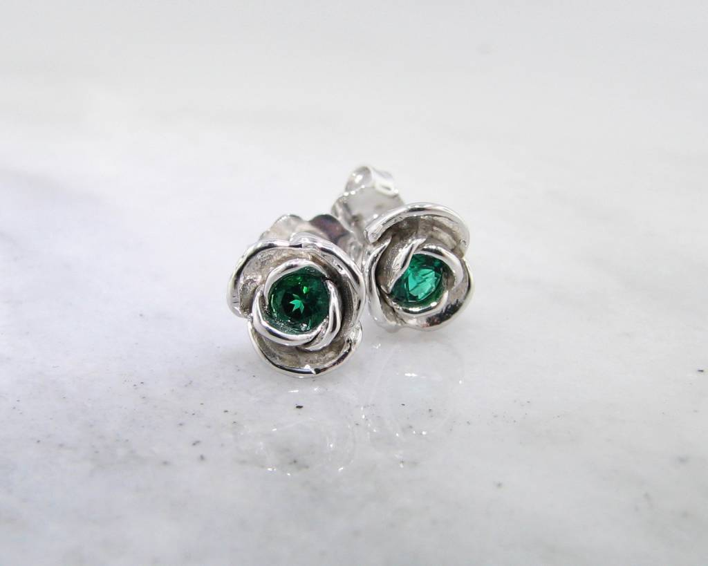 tw emerald with white earrings in gold diamonds