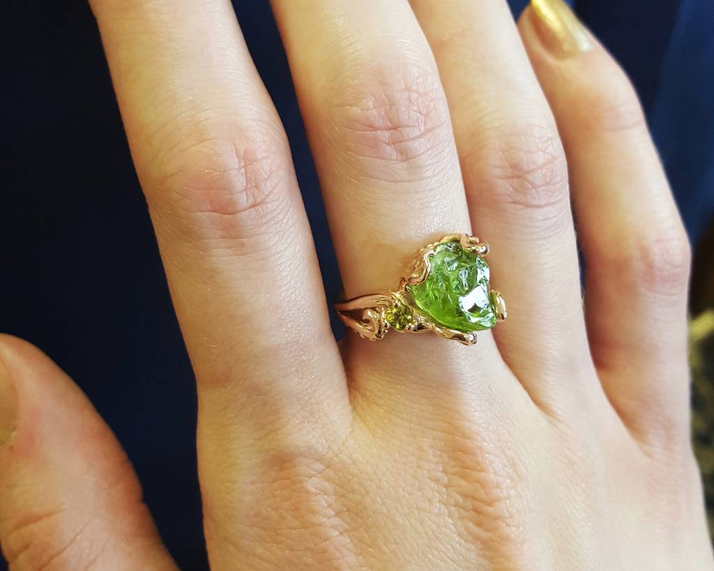 yellow gold ring peridot rings graduated stone wedding image