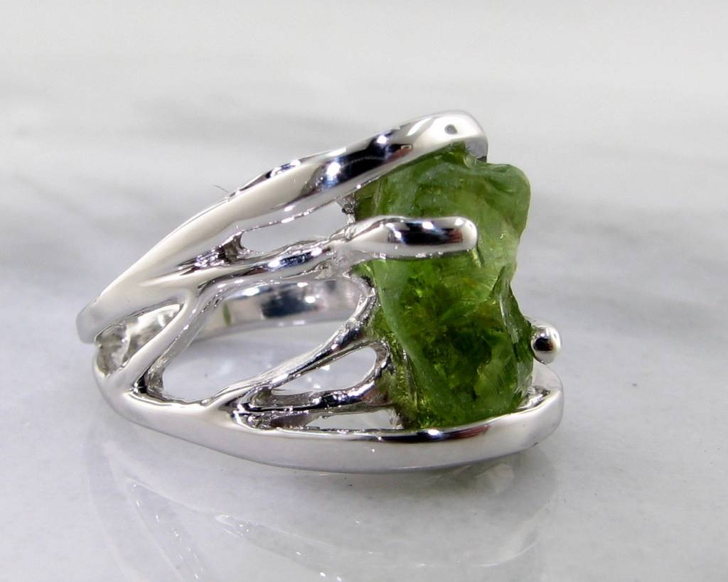 Motion Raw Peridot Silver Ring, Openwork Arches