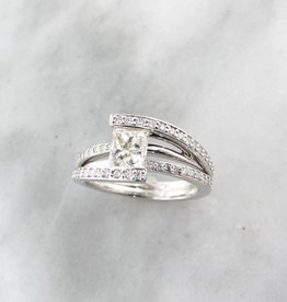 Trending Bridal White Gold Princess Cut Diamond Wedding Ring, Holding Treasure