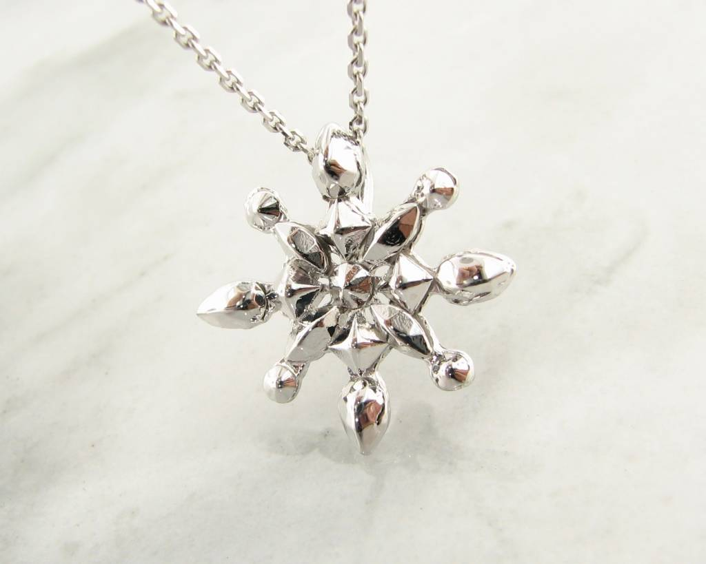 com necklace gnoce snowflake