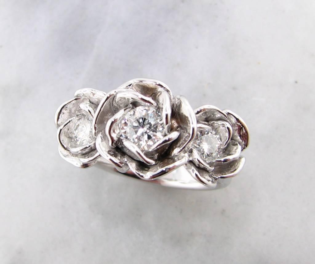 Signature Rose White Gold Diamond Ring, Extravagant Rose Trio