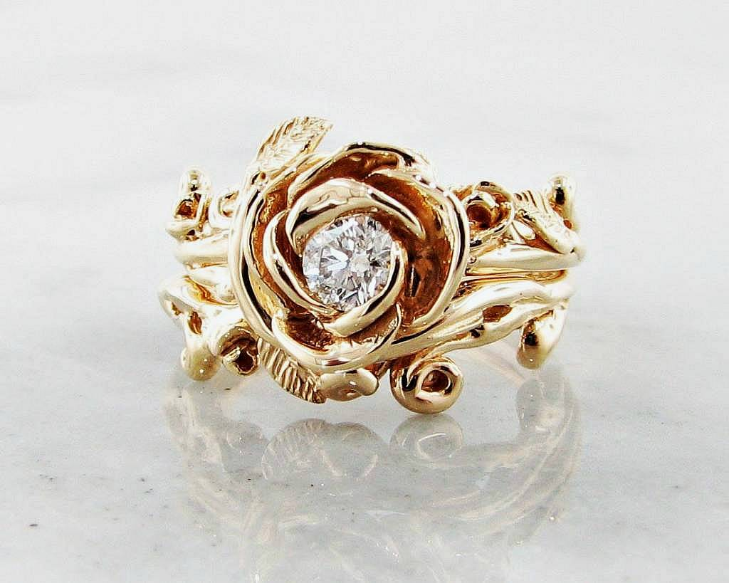 Signature Rose Diamond Yellow Gold Wedding Ring Set Garland