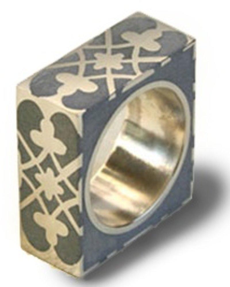 verdigris Praline Square silver and concrete Ring, size 7