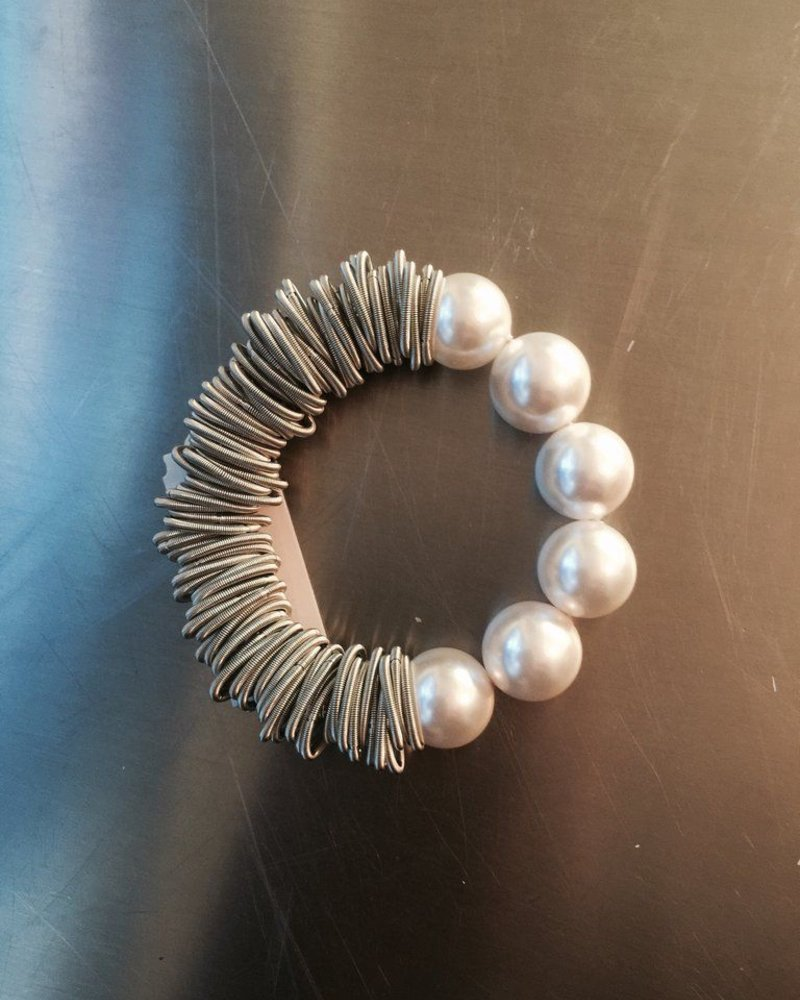 Silver Spring Ring Bracelet with Mother Of Pearel