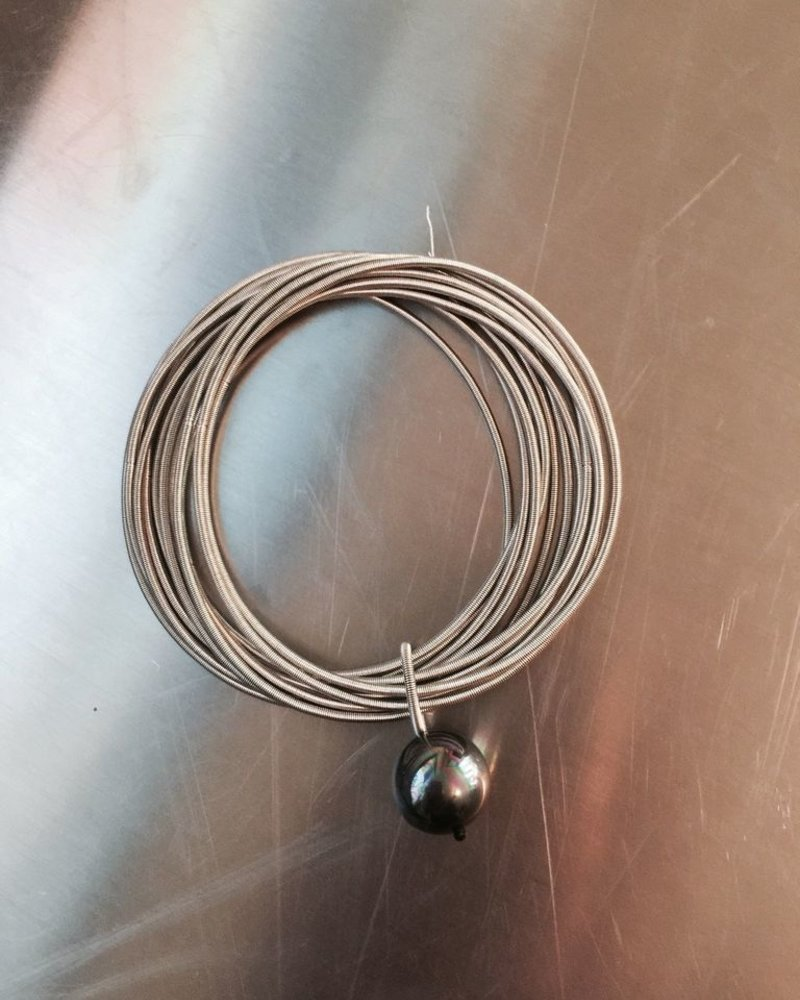 verdigris Silver PianoWire Bracelet with Black Pearl
