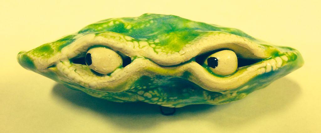 Rare Earth Gallery Oyster w/Eyes (Mini)