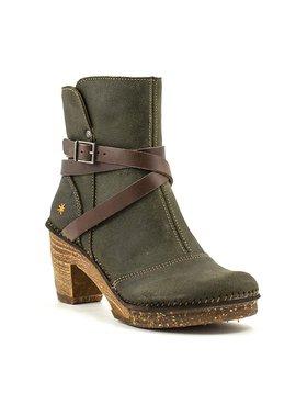 Art 0343 Boot Forest