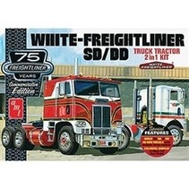 AMT WHITE FREIGHTLINER SD/DD TRUCK TRACTOR 2 IN 1 KIT  DUAL DRIVE 1/25
