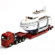 SIKU Heavy haulage transporter with yacht 1/87