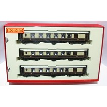 """Hornby R41Set3 New type Aluminium sided Pullman cars with lights & sprung buffers """"Minerva"""", """"Cygnus"""" and """"Ibis"""" (drawer box) - Pack of 3"""