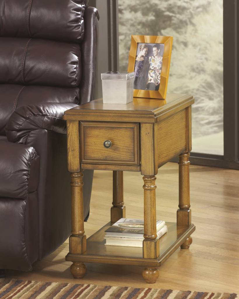 Signature Design Breegin, Chairside End Table, Brown T007-430
