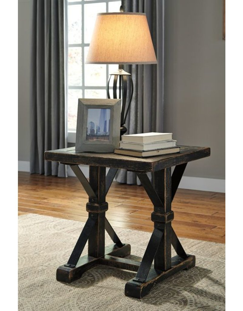 Signature Design Beckendorf, Square End Table