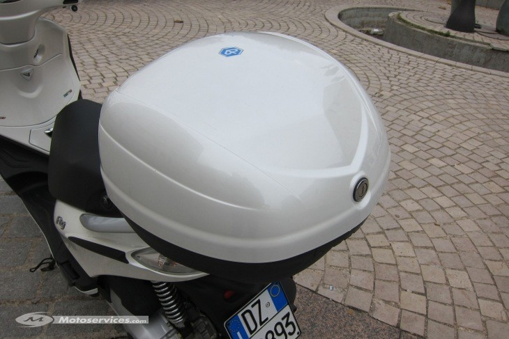 Accessories Top Case Piaggio Fly (2014+) 33 Ltr Pearl White