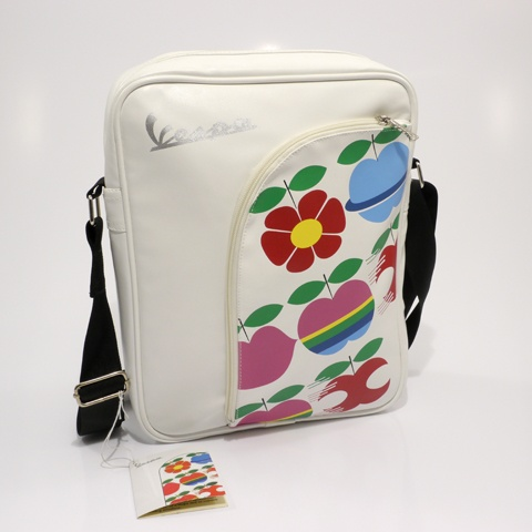 Lifestyle Shoulder Bad White Vespa Apples