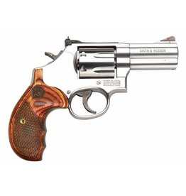 """Smith & Wesson Smith & Wesson 686 Deluxe 357mag 3"""" 7rd Wood Grips Adj Sights"""