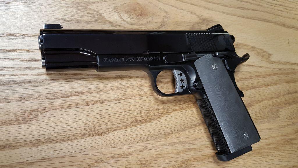 "Cabot Cabot Guns Monarch 1911 .45 5"" National Match Barrel 8rd Magazine Display Case"