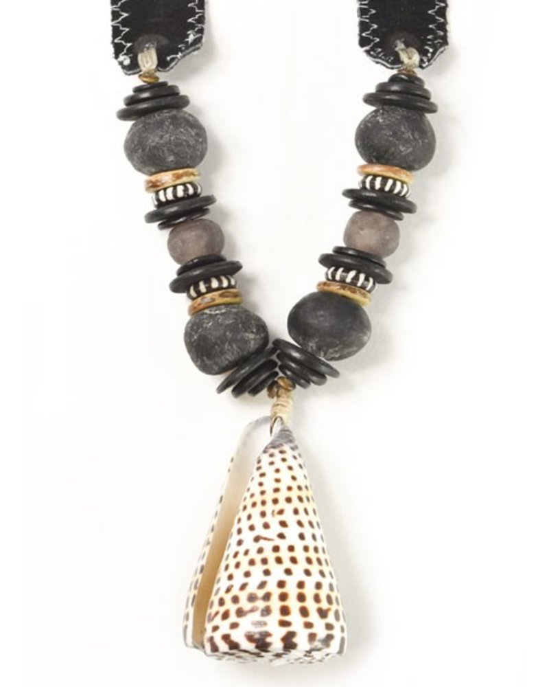 Twine & Twig Shell Signature Necklace on Black