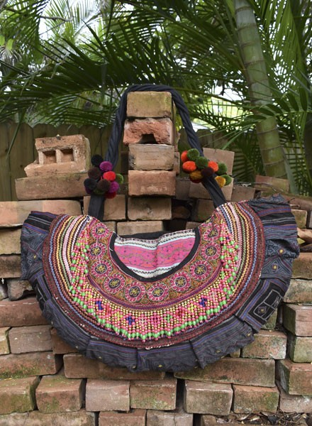 Hill Tribe Bag In A Half Moon With Beading