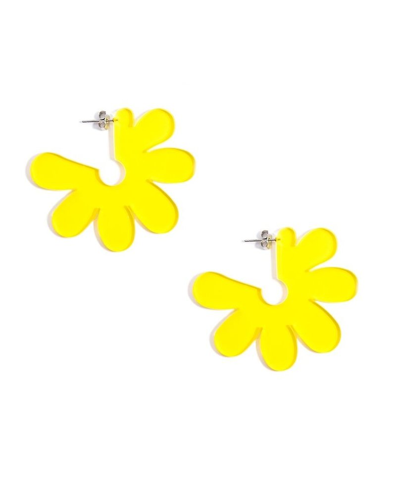 Flat Lucite Flower Earrings In Yellow