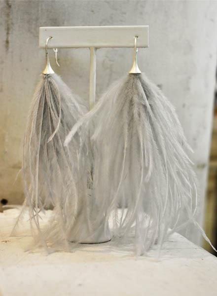 Boa Feather Earrings In Soft Grey