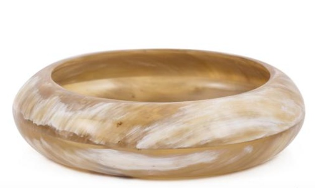 Genuine buffalo horn rounded bangle, 6.5 cm diameter.  Buffalo horn is a natural material, each item has a unique character and may vary from image.