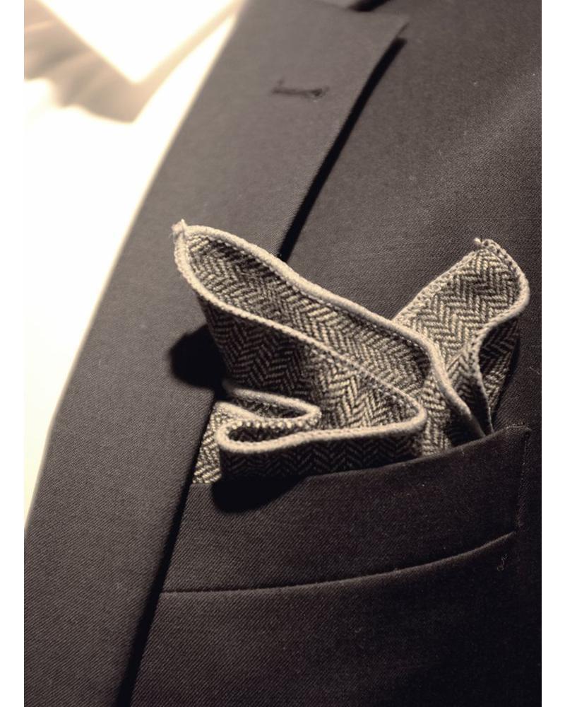 Pochette de costume chevron gris foncé