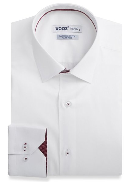 XOOS White fitted dress shirt burgundy polka dots lining