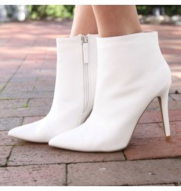 Shoes 54 To The Point White Bootie