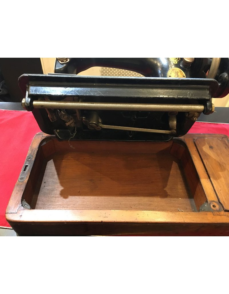 Lee Lee's Valise Antique Singer Sewing Machine w Cover