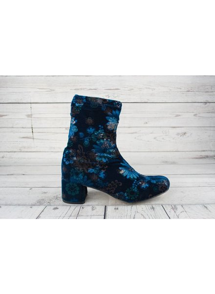 All Black Floral Day Tripper