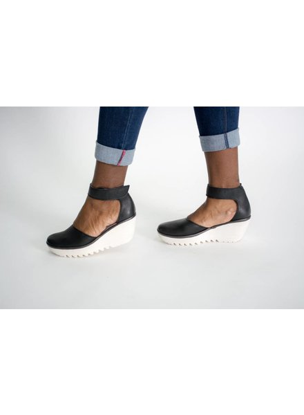 Fly London Yand Wedge