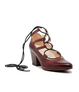 Turalyon Lace-up Pump