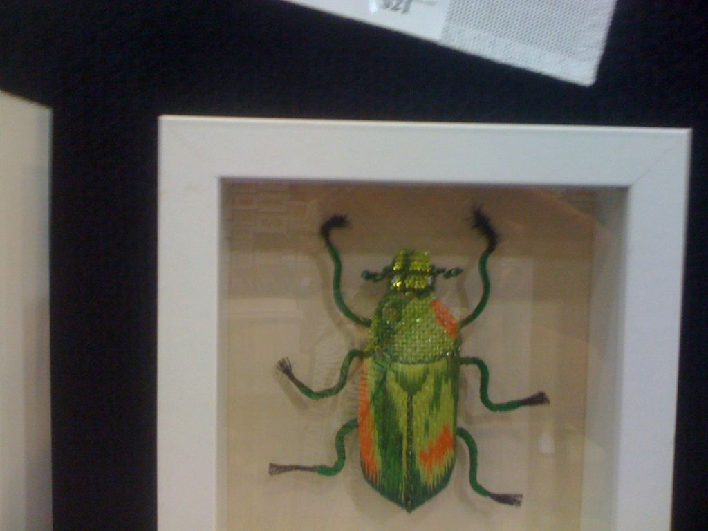 Canvas SHADOW BOX BUG