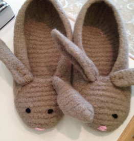 Yarn HOPS A LOT SLIPPERS