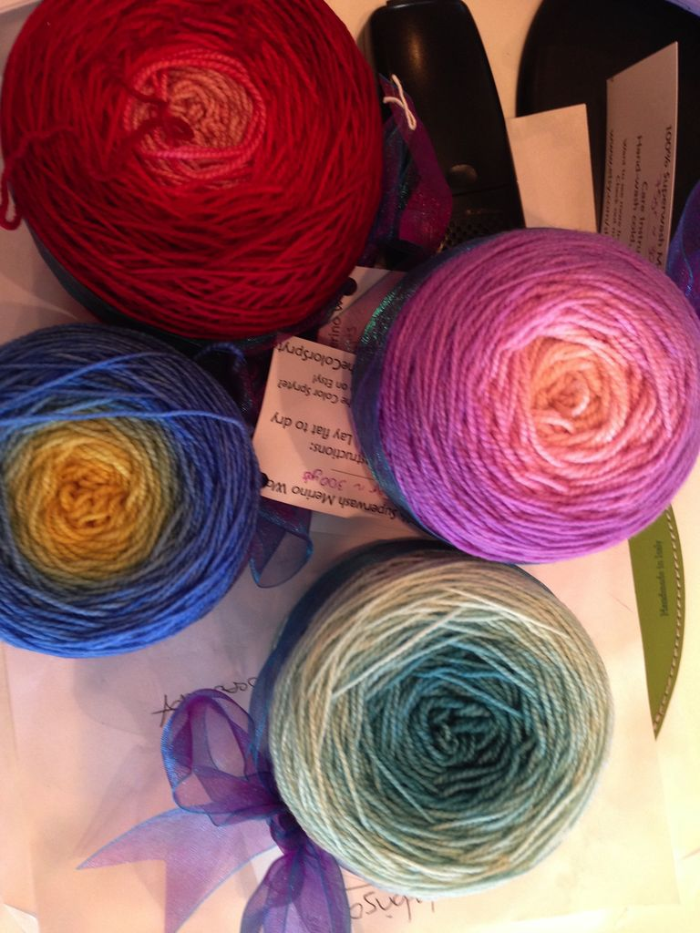 Yarn SHIFT FINGERING - 75 gram cake