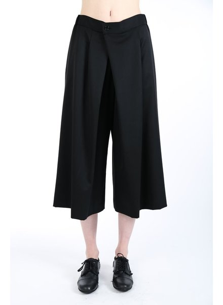 Y'S Y'S WOMEN PLEATED CROPPED PANTS