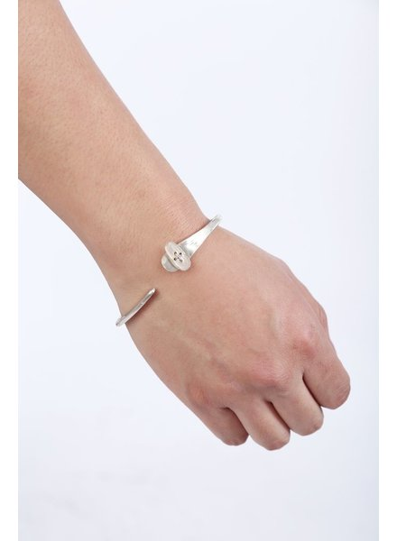 MA+ MA+ BUTTON TIP SILVER BANGLE